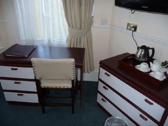 เกลนลินเกสเฮาส์: Close up of furniture