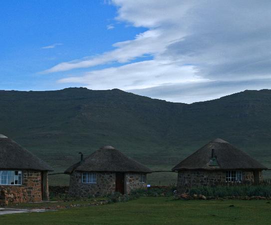 Sani Mountain Lodge: Rondavels