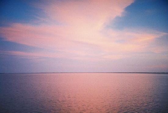 เกาะซานิเบล, ฟลอริด้า: Pink Sky after sunset off Sanibel Island, Florida, 8 October 2008
