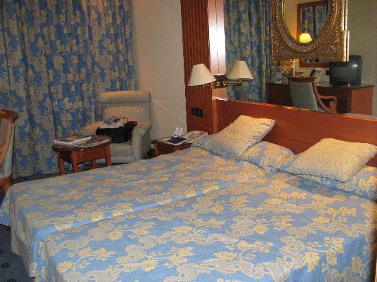Hotel Sevilla Macarena: bedroom