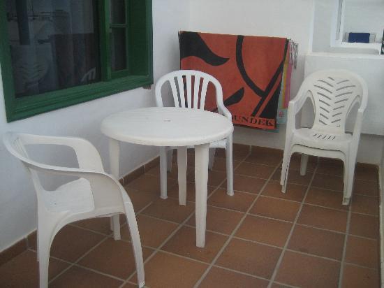 Elena Apartments: terrazzo