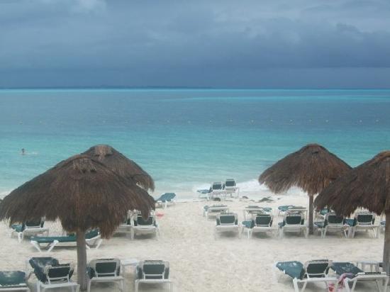 Hotel Riu Caribe: The beach