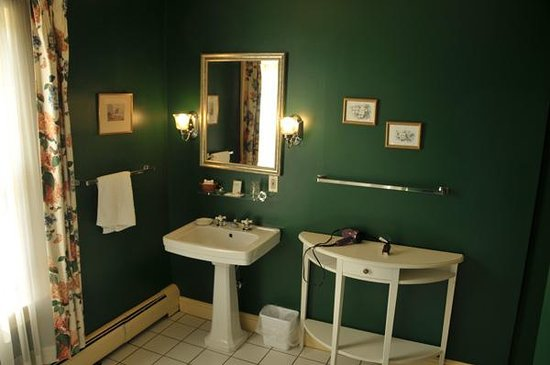 The Inn at Montpelier: Room 21 Bathroom