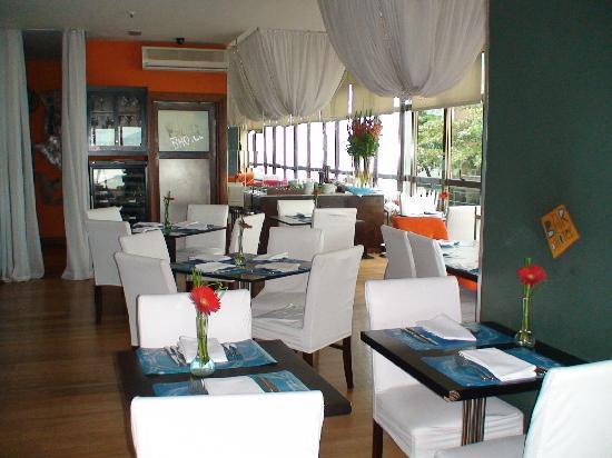 Marina All Suites: restaurant