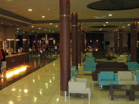 Evenia Olympic Palace: Hall d'entrée