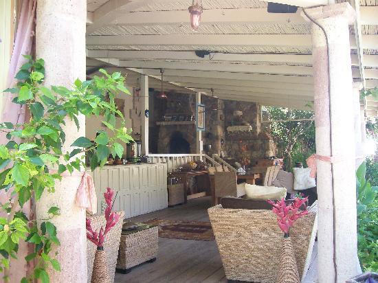 Oyster Residences: bar area