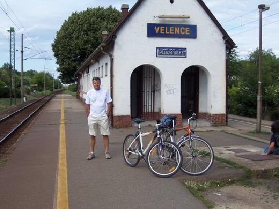 Velence, ฮังการี: Budabike Guide