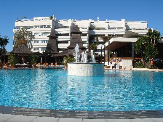 แกรน เมเลียดอนเปเป โฮเต็ล: The pools !