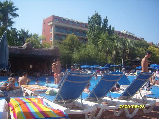 H10 Salauris Palace: pool area