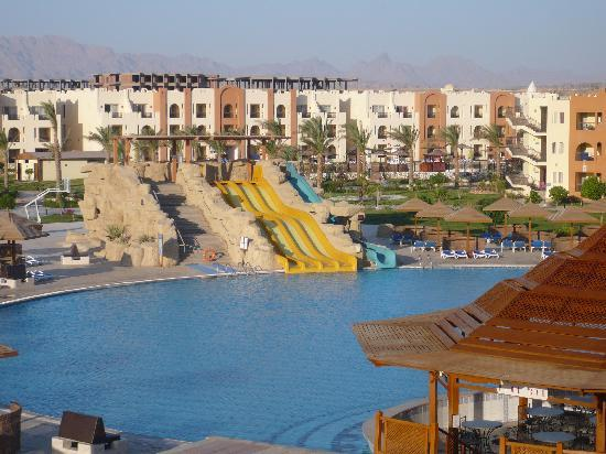 SUNRISE Select Royal Makadi Resort: Balcony view over family pool