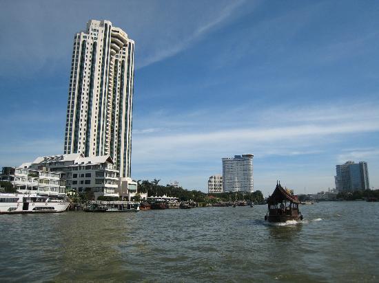 โรงแรมเพนนินซูลา กรุงเทพฯ: ボートから見たペニンシュラ