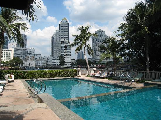 โรงแรมเพนนินซูลา กรุงเทพฯ: プール
