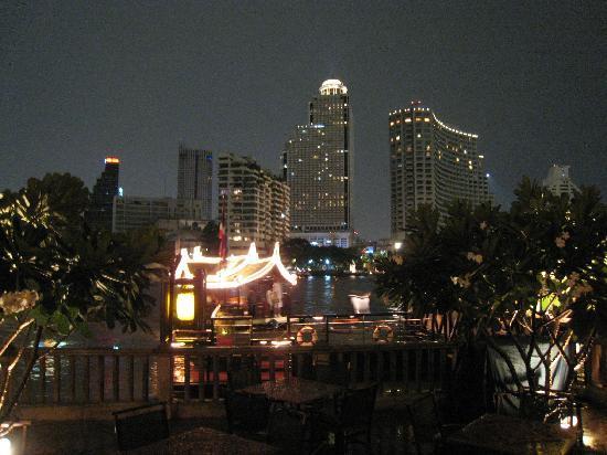 โรงแรมเพนนินซูลา กรุงเทพฯ: 夜景