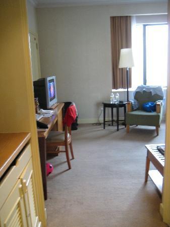 โรงแรมเดอะรอแยล บินตัง: View from front door