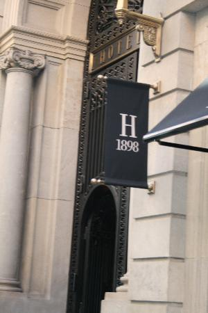Hotel 1898: The enterance !