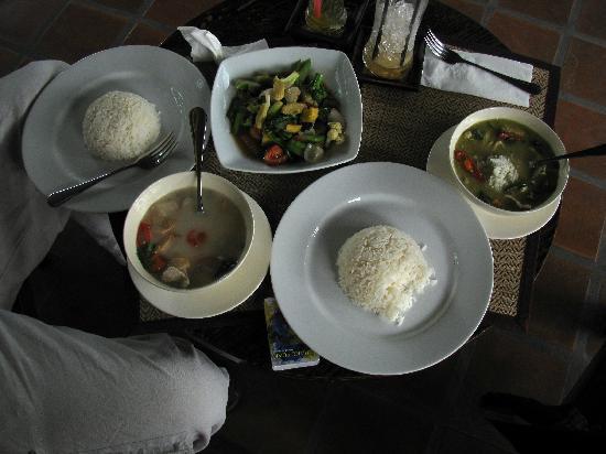 เดอะ 3 ซิส: Our first meal there. Tasty and spiced perfectly!