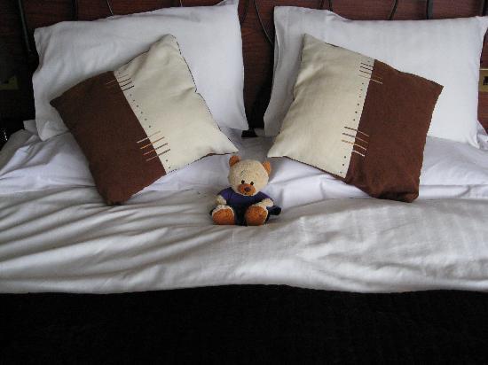 Royal Hotel: Morag does Ullapool