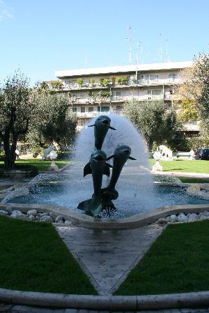 โรงแรมโรมคาวาเลียริวัลดอร์ฟแอสโทเรียแอนด์รีสอร์ท: The fountain