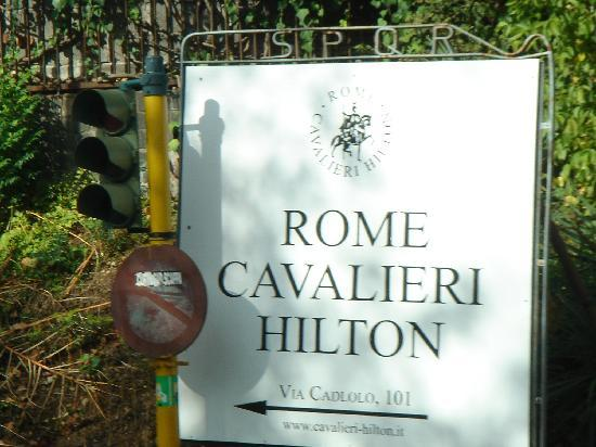 โรงแรมโรมคาวาเลียริวัลดอร์ฟแอสโทเรียแอนด์รีสอร์ท: Easy to find