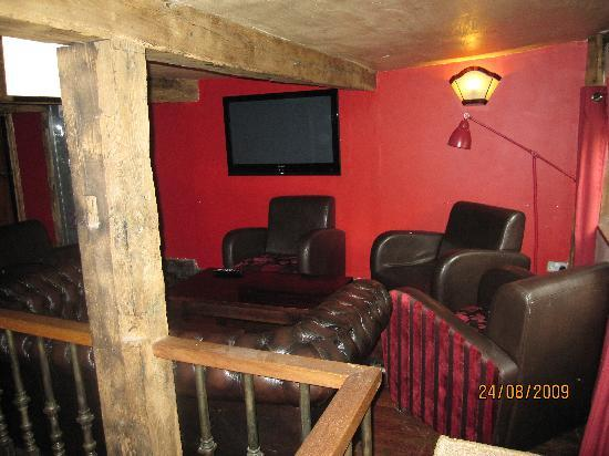 The Wiremill Lakeside Pub & Inn: Chill out area in the pub
