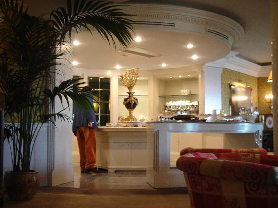 โรงแรมโรมคาวาเลียริวัลดอร์ฟแอสโทเรียแอนด์รีสอร์ท: Executive lounge