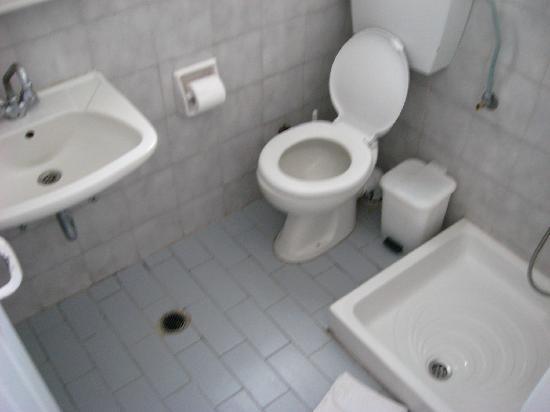 Finikia Memories: Bathroom