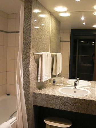 Martin's Chateau du Lac Hotel: salle de bain