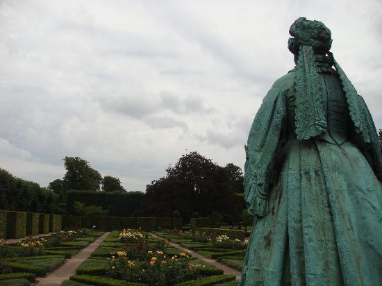 ปราสาทโรเซนเบิร์ก: Gardens