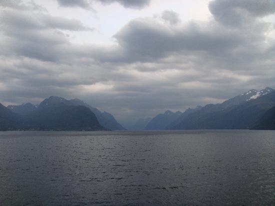 ฟยอร์ดตะวันตก, นอร์เวย์: Looking west along the Storfjord near Alesund