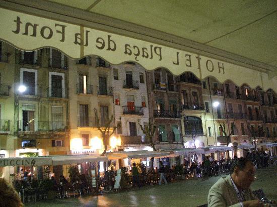 Hotel Placa de la Font: Town Square