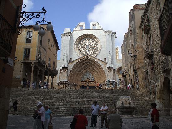 Hotel Placa de la Font: Tarragona Cathedral