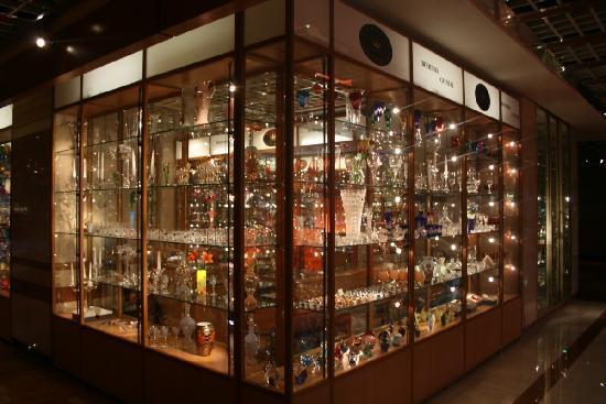 ฮิลตัน ปราก โฮเต็ล: A shop in the lobby !