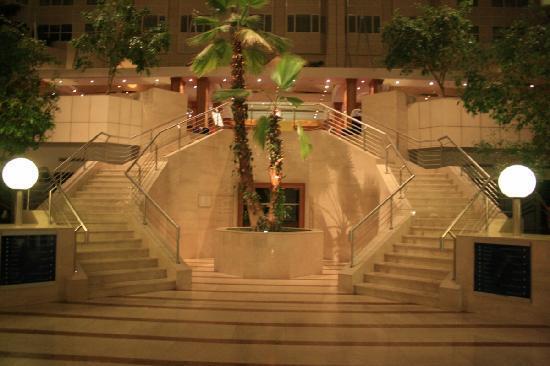 ฮิลตัน ปราก โฮเต็ล: Enterance of the main restaurant !