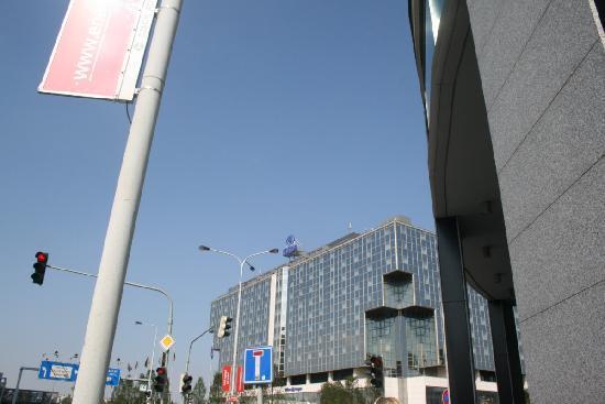 ฮิลตัน ปราก โฮเต็ล: The hotel from a few streets away !