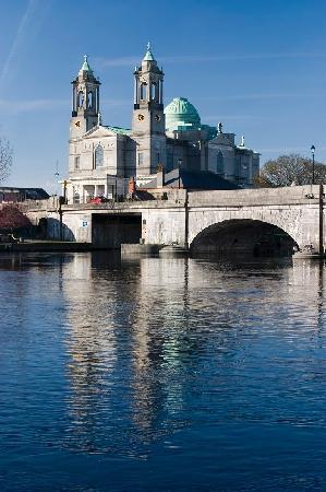 อาทโลน, ไอร์แลนด์: St peters Church Bt Joe Relihan