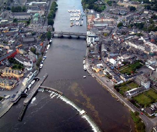 อาทโลน, ไอร์แลนด์: Athlone Lock Aerial View by Joe Relihan