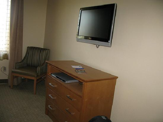 Holiday Inn Express Hotel & Suites: Huge TV