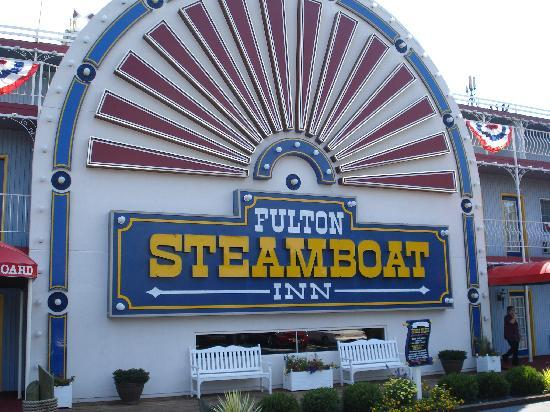 Fulton Steamboat Inn: a steamboat in the corn fields...