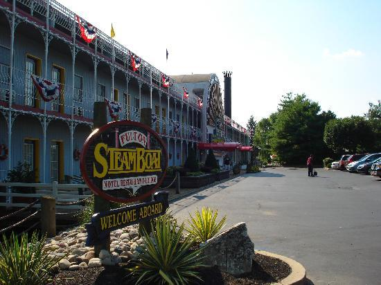 Fulton Steamboat Inn: and it sounds like a steamboat too!