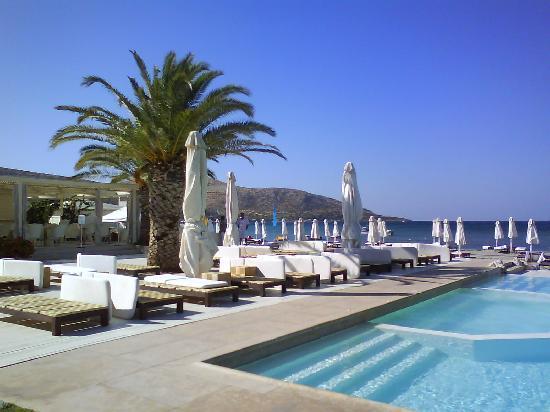 Plaza Resort Hotel: Terrasse et restaurant piscine