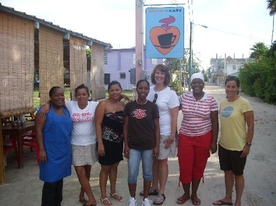 Amor y Cafe: These ladies were so nice we wanted to take a picture!