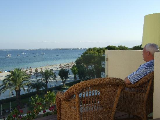 Vanity Hotel Golf: Enjoying the view