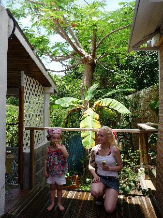 Eden Vanilla: Ma fille et moi sur la terrasse