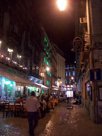 โรงแรมแกทรอสสิโอ: Street on which the hotel is located