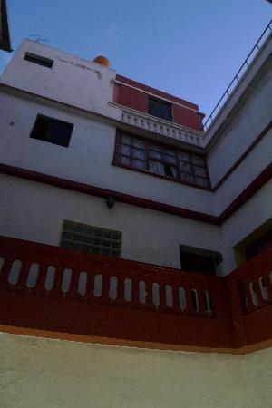 Hostal La Reyna: The view from inside the courtyard.