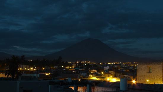 Hostal La Reyna: The view of Misti volcano from the rooftop.