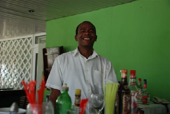 Gran Caribe Club Atlantico: friendly bar man