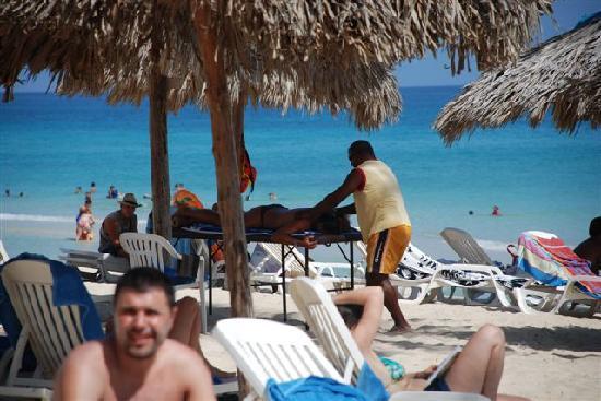 Gran Caribe Club Atlantico: beach massage
