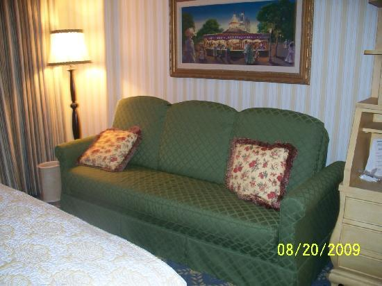 Disney's BoardWalk Inn: Sofa in Room