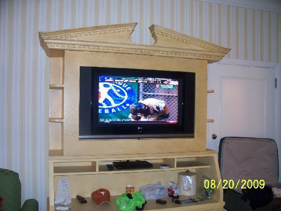 Disney's BoardWalk Inn: Flat Screen TV in Room